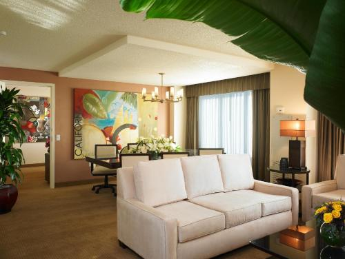 DoubleTree Suites By Hilton Anaheim Resort/Convention Center Photo