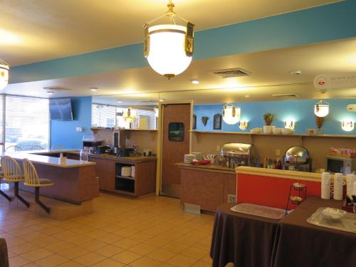 Magnuson Grand Bonanza Inn Photo