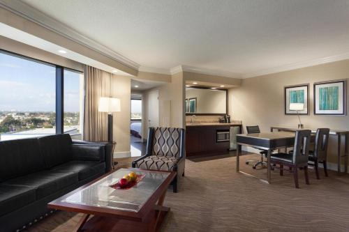 Embassy Suites Irvine - Orange County Airport Photo