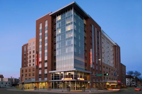 Hampton Inn & Suites Madison Downtown Photo
