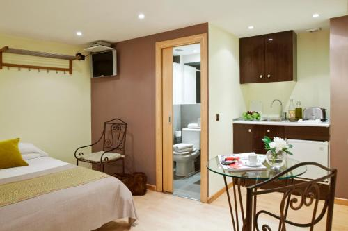 AinB Las Ramblas-Colon Apartments photo 3