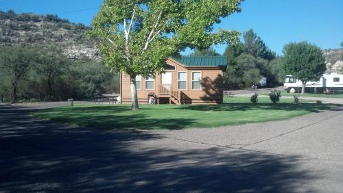 Verde Valley Lawn Cottage 10 Photo