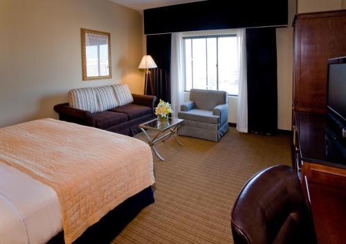 DoubleTree by Hilton Chicago O'Hare Airport-Rosemont Photo