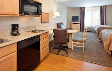 Candlewood Suites Olathe Photo