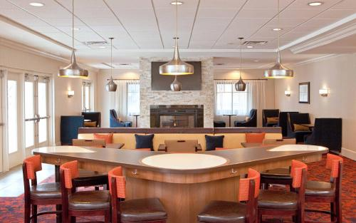 Homewood Suites by Hilton Cambridge-Arlington Photo