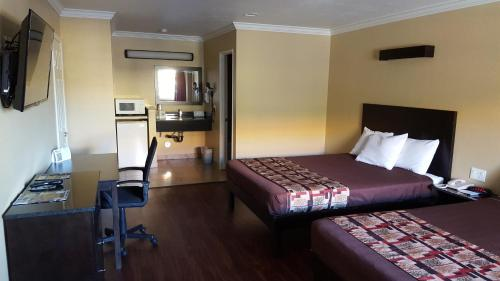 Americas Best Value Astoria Inn & Suites Photo
