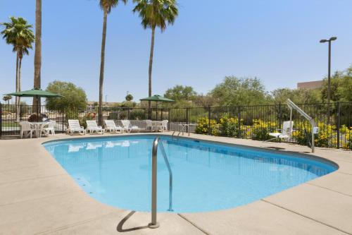 Country Inn & Suites by Carlson Tucson Airport Photo
