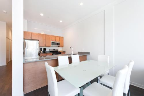 Two-Bedroom on W Fullerton Avenue Apt 203 Photo