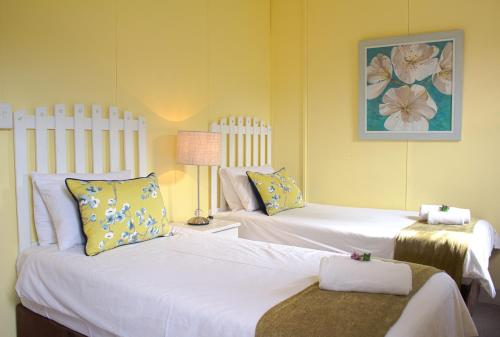 Oceans Hotel & Self Catering Photo