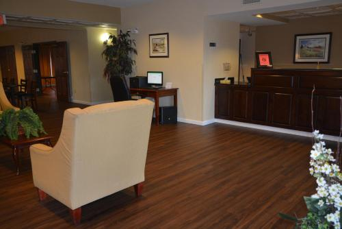 Countryside Inn and Suites Photo