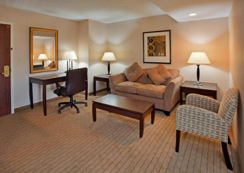 Holiday Inn St. Louis-Airport Photo