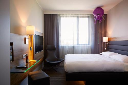 MOXY Munich Airport - 7 of 28