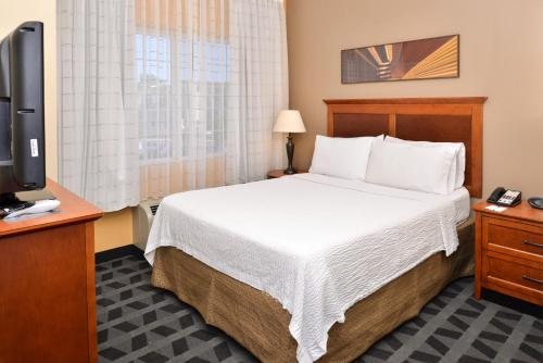 TownePlace Suites Sacramento Cal Expo Photo