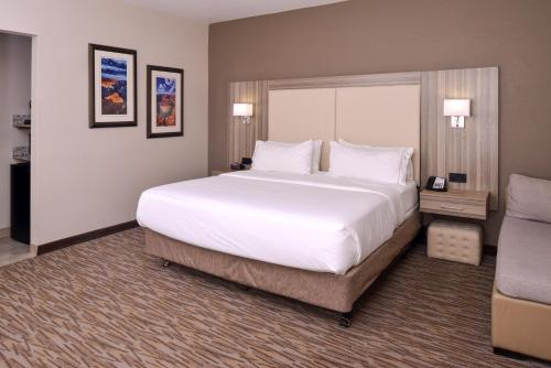 Holiday Inn Express & Suites Williams - Williams, AZ 86046