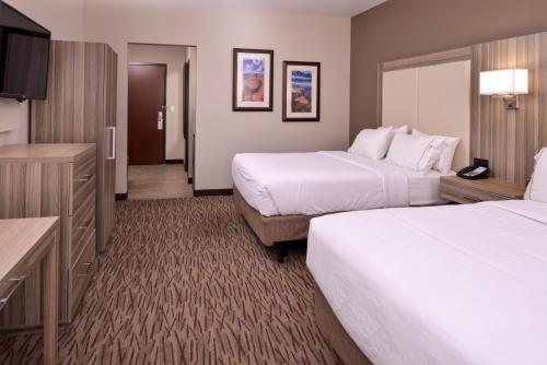 Holiday Inn Express & Suites Williams Photo