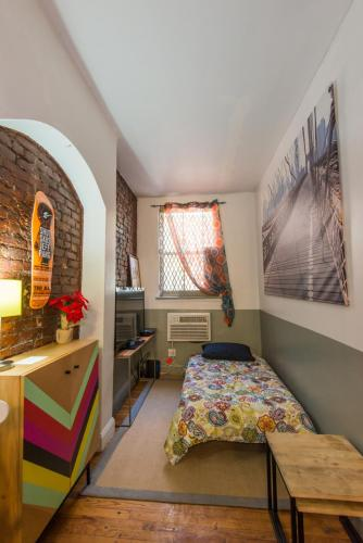 Three Bedroom East Village Bungalow Photo