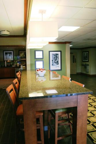 Hampton Inn St. Louis - Westport Photo
