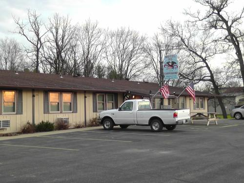 Motel 95 & Campground Photo