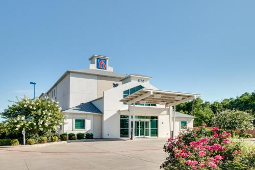 Motel 6 Cleburne Photo
