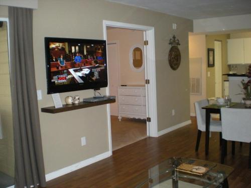 Luxury 1 bedroom in beautiful Metrowest Photo