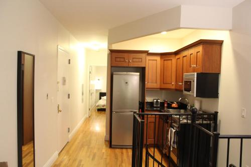 2 BEDROOM 2 BATHROOM APARTMENT HELLS KITCHEN R Photo