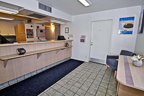 Motel 6 Richmond Airport Photo