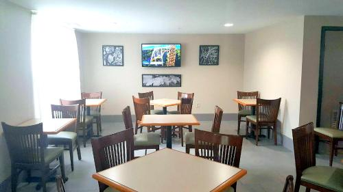 Country Inn & Suites, Matthews NC I485 Photo