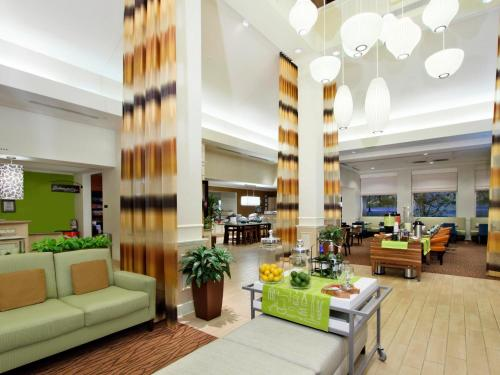 Hilton Garden Inn Saint Charles Photo
