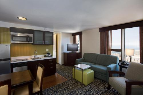 Homewood Suites Chicago Downtown - Magnificent Mile photo 18