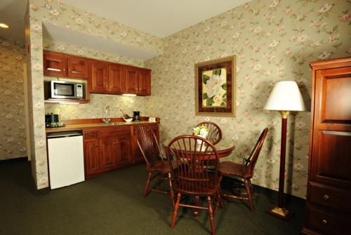 Red Maple Inn Photo