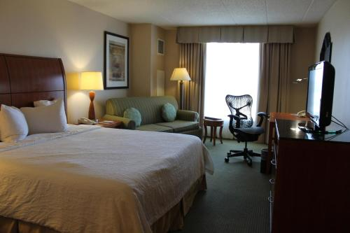 Hilton Garden Inn Addison Photo