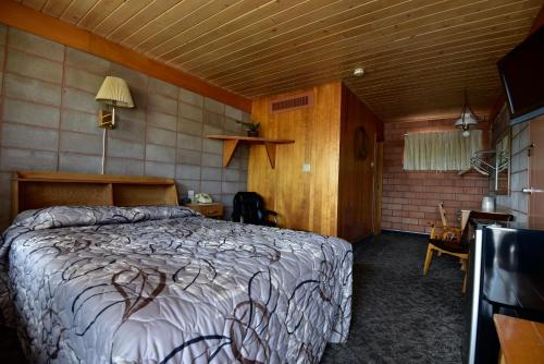 Lariat Motel Photo