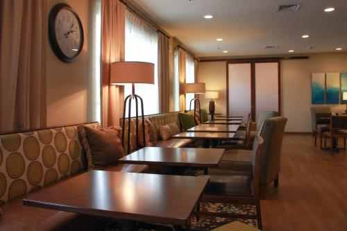 Hampton Inn Tiffin Photo