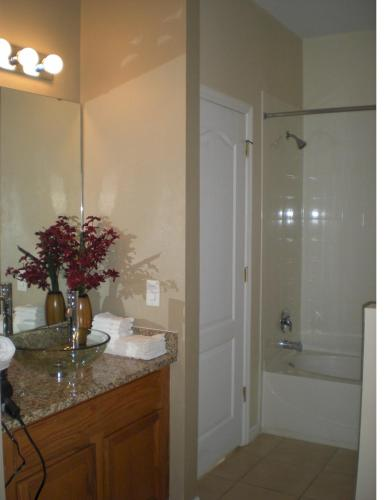 Luxury Townhouse in Legacy Park Photo