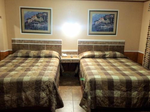 Luxury Inn and Suites Taylor Photo