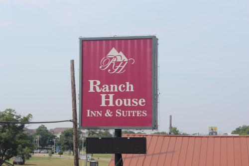 Ranch House Inn & Suites Photo