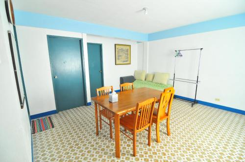 http://www.booking.com/hotel/mp/guest-house.html?aid=1728672