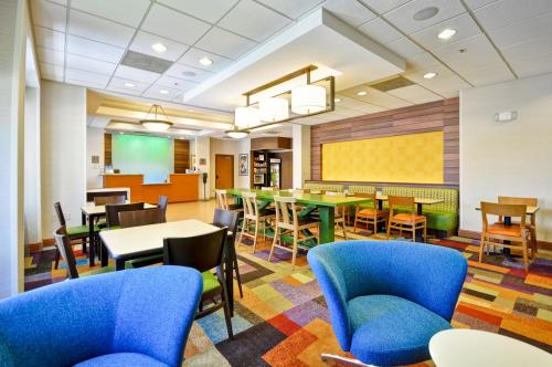 Fairfield Inn & Suites Atlanta Vinings Photo