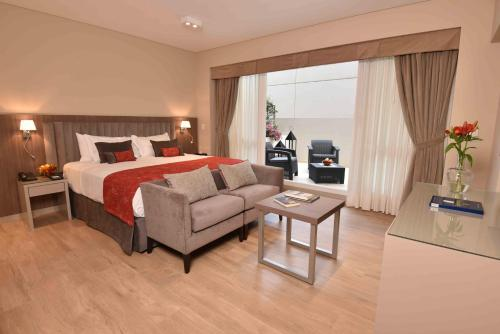 ARC Arenales Studios & Suites Photo