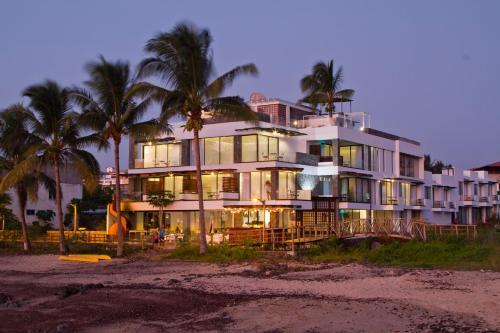 Golden Bay Hotel & Spa Photo