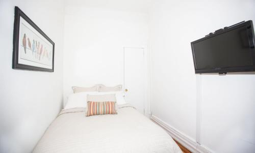 Central Two Bedroom Apartment In Times Square Photo