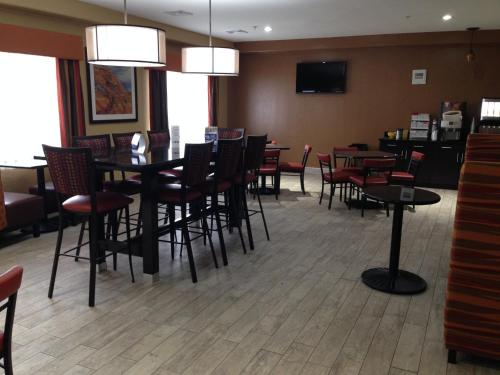 Best Western Greentree Inn & Suites Photo