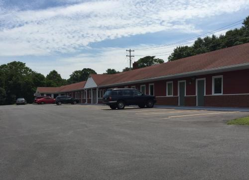 Budget Inn Mount Airy Photo