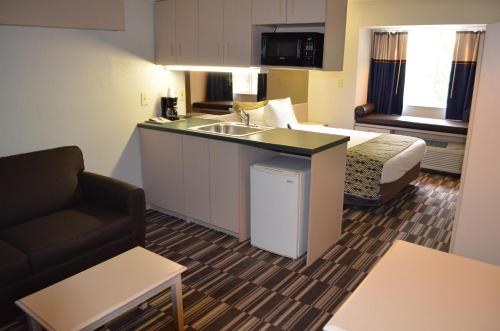 Stay Express inn and Suites Atlanta Union City Photo
