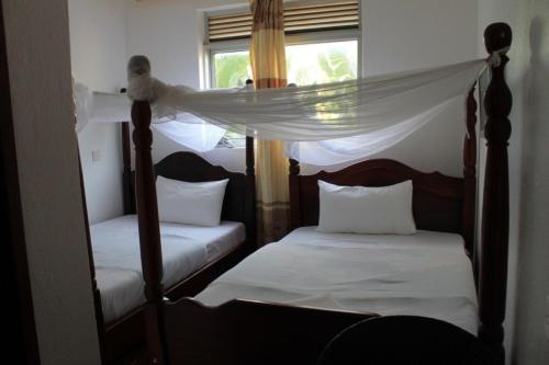 http://www.booking.com/hotel/ug/garden-courts.html?aid=1728672