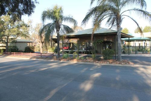 Lake Forbes Motel