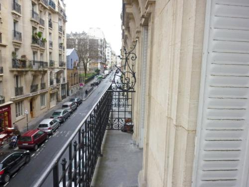 Apartment Rue Joseph Maistre Paris photo 4