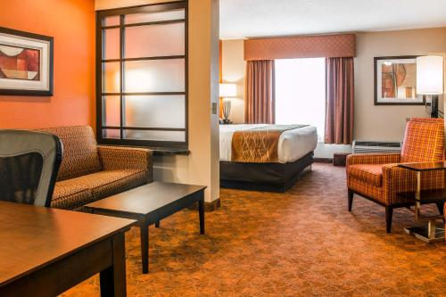 Comfort Inn & Suites and Conference Center Photo