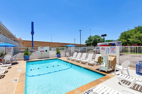 Motel 6 Fort Worth North Richland Hills Photo