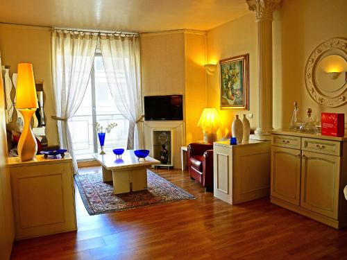 Apartment Avenue Victor Hugo Paris photo 5